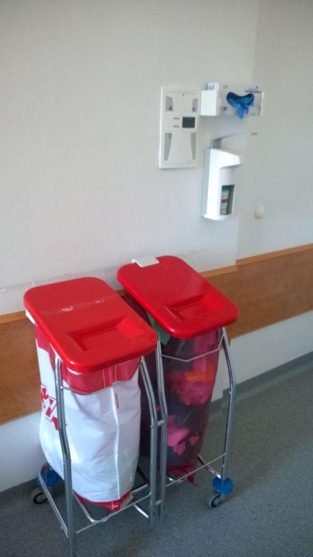 Müllbehälter für Schutzkleidung