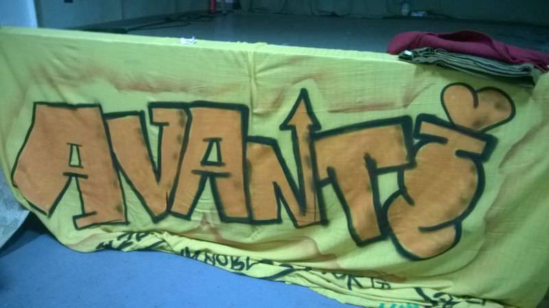 Avanti Banner an der Bühne
