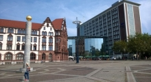 Der Friedensplatz in Dortmund mit Obelisk