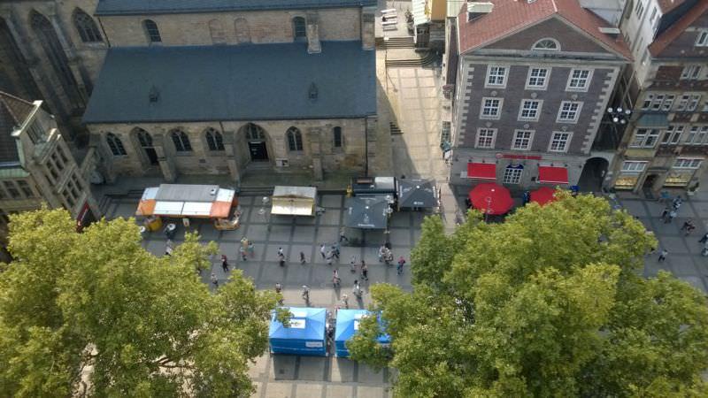 Vorplatz der Kirche in Dortmund von oben