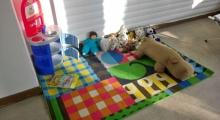 Kinderspielecke mit Spielzeug