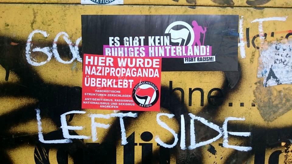 Aufkleber - Hier wurde Nazipropaganda überklebt.