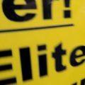 """Schildeiner Demo auf dem nur """"Eliten"""" zu erkennen ist."""