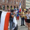 Mensch mit Reichsfahne auf der Demo in Dortmund