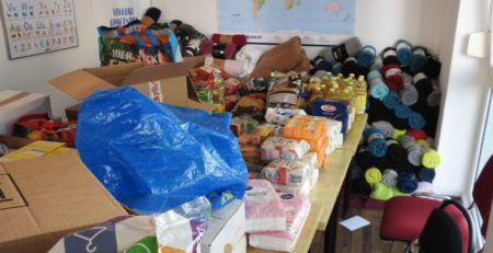 Hilfsgüter für Moria. Decken, Schlafsäcke und viele Lebensmittel.