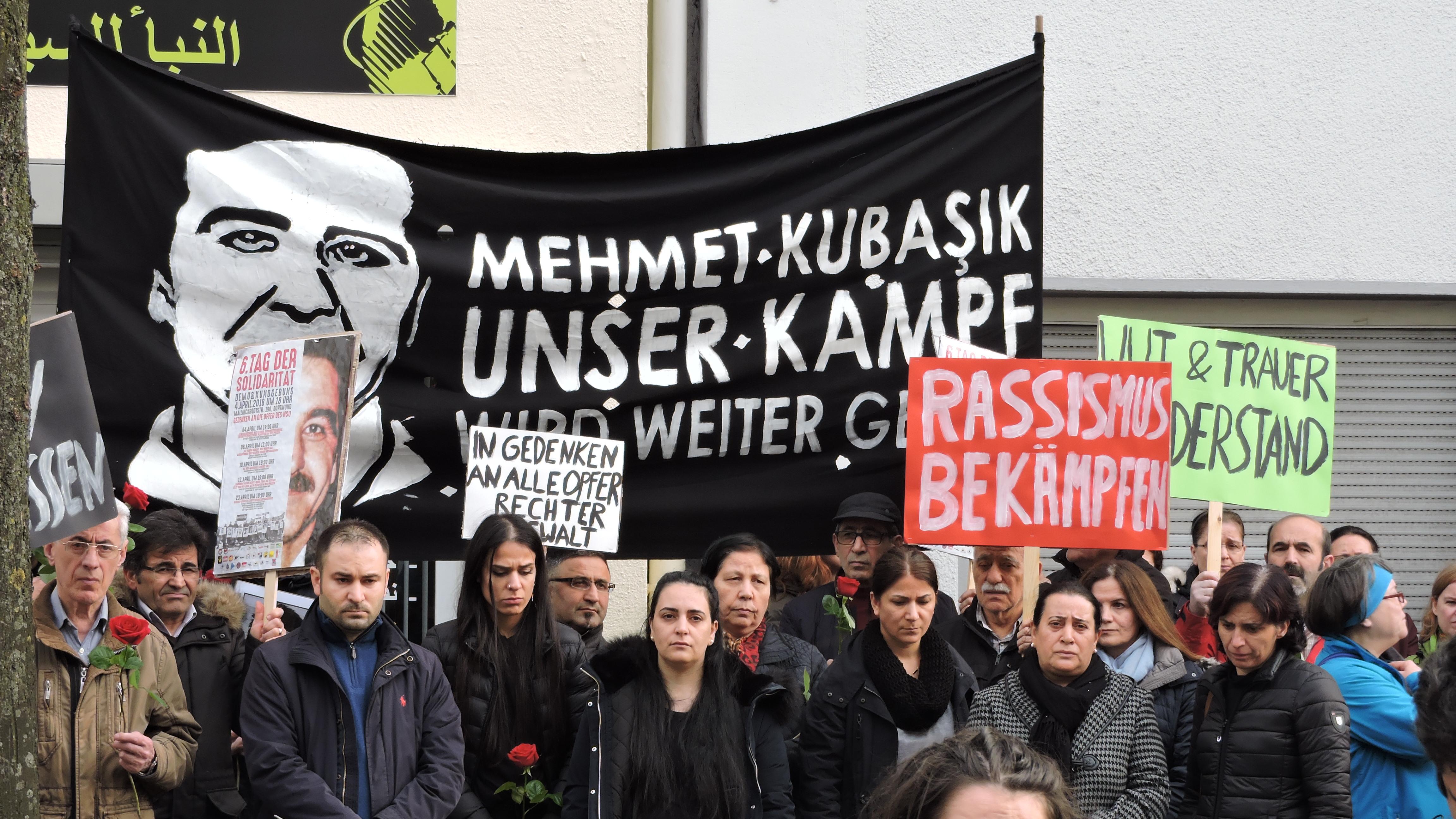 Bild der Trauernden bei der Gedenkveranstaltung von 2018.